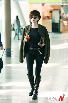 For your favorite Hallyu Star and Kpop Idol's Airport Fashion Tomboy Fashion, Fashion Outfits, Womens Fashion, Fashion Tips, Asian Woman, Asian Girl, Korean Airport Fashion, Ga In, Brown Eyed Girls