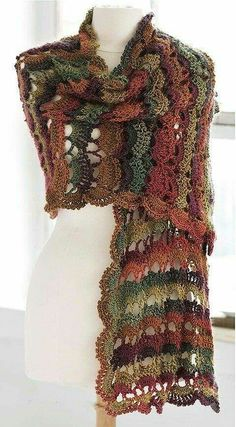 Crochet Poncho, Crochet Scarves, Crochet Clothes, Crochet Backpack, Crochet Chart, Diy Crochet, Crochet Hooks, Ombre Yarn, Crochet Patterns For Beginners