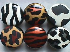 Custom decorative hand painted cabinet knobs, drawer knobs, drawer pulls and handles. For kids and colorful adults. Drawer Knobs, Cabinet Knobs, Cabinet Hardware, Drawer Pulls, Diy Ideas, Craft Ideas, Safari Theme, Store Displays, Painting Cabinets