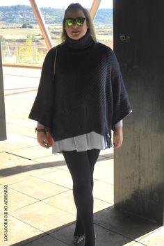 Trendy Curvy Look. JERSEY PONCHO MARINO #vestidocamisero #zara #poncho #stilettospython #cluthvalentino #outfittallagrande #curvy #plussizecurve #personalshopper #curvygirl #loslooksdemiarmario #bloggermadrid #outfit #plussizeblogger #fashionblogger #influencer #trendy #bloggerXL