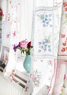 Ruusuja telkkarissa ja nenäliinoja ikkunassa – kolmihenkinen perhe asuu mukavasti yksiössä | Meillä kotona