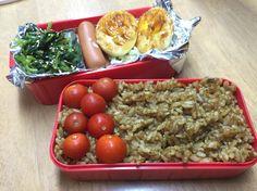 ナノカのお弁当( ̄(エ) ̄)v ほうれん草炒めたの、ウインナー、コールスローサラダ、ゆで卵の甘辛炒めとドライカレー