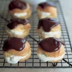 Delia's Profiteroles with Hot Chocolate Sauce recipe. Profiteroles – little choux buns filled with cream and covered in a chocolate sauce – make a rather special ending to a dinner party. Hot Chocolate Sauce, Chocolate Sauce Recipes, Chocolate Cream Cheese, Melting Chocolate, Chocolate Eclairs, French Chocolate, Chocolate Drizzle, Chocolate Ganache, Chocolate Fondue