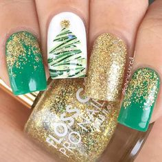 Holiday nails are not to neglect when the season comes. It is so strange how something so small can influence something as great as holiday spirit! #nails #nailart #naildesign #holidaynails #christmasnails