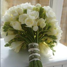 FRESIA #bouquetfebbraio #sposa2016 #bride #bridal #matrimonio #nozze #wedding #matrimoniopartytstyle #location #trovalocation