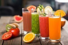 Green juice benefits: are they real? Green Juice Benefits, Spinach Juice, Yummy Smoothie Recipes, Green Juice Recipes, Green Superfood, Superfood Powder, Healthy Juices, Fruit Smoothies, Food And Drink