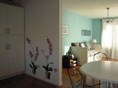 Gîte du Perrey, 76600 LE-HAVRE (Seine-Maritime) Location saisonnière au Havre Appartement : 4 personnes Appartement de 52 m² au 1er étage d'un immeuble tranquille. A proximité du port de plaisance, du musée Malraux et du centre ville. Entièrement équipé pour accueillir quatre personnes et un enfant de moins de deux ans Composé d'une chambre, une cuisine ouverte sur le salon, une salle de bains, un dressing, wc et cave...