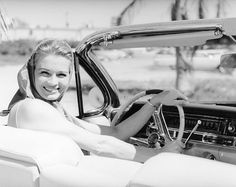 vintage everyday: Classic Stars and Luxury Cars – 24 Vintage Photos of Celebrities Posing with Their Cadillacs