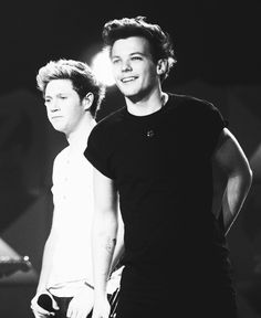 Love the black and white effect of this photo of Louis and Niall.