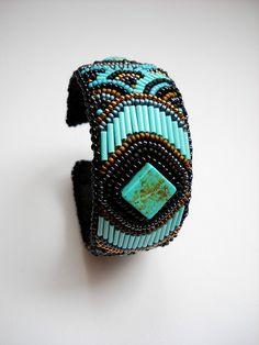 bracelet brodé bugles turquoise et rocailles