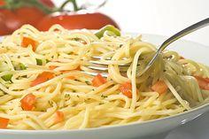 Espaguetis con Tomate y Espárragos Verdes Te enseñamos a cocinar recetas fáciles cómo la receta de Espaguetis con Tomate y Espárragos Verdes y muchas otras recetas de cocina.