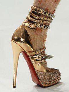 6041457af20fe91a_christian-louboutin-for-rodarte-spiky-heels.jpg 330×436 pixels