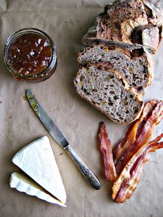 Brie & Bacon Grilled Cheese with Fig Jam//