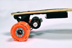 Boosted Board - Taking on the problem of going uphill while on a longboard, the Boosted Board uses an electric motor to propel one up steep inclines. This Kickstar. Skate Electric, Electric Skateboard, Electric Motor, Electric Cars, Electric Vehicle, Board Skateboard, Longboard Design, Balance Bike, Shopping