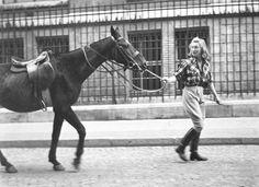 Robert Doisneau // Portrait de femme menant un cheval , vers 1940 ( http://coteloisirs-news.com/article-expo-exclusive-de-photos-signees-doisneau-a-vincennes-92388107.html