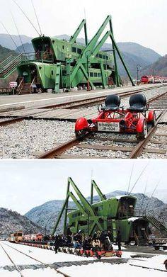 La casa-cavalletta (realizzata con vagoni dismessi, si trova a Jeongseon, Corea del Sud).