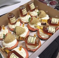 Birthday Ideas Discover Henny cupcakes discovered by Trvp Mami on We Heart It Image uploaded by Trvp Mami. Find images and videos about food gold and party on We Heart It - the app to get lost in what you love. Hennessy Cake, Alcohol Cake, Alcohol Drink Recipes, Alcohol Infused Cupcakes, Alcohol Gifts, Dessert Oreo, Dessert Recipes, Liquor Cake, Ideas Party