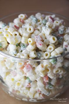 Classic macaroni salad recipe mostly yogurt dressing for less fat and more protein Healthy vegetarian summer holiday any day salad Macaroni Salad Recipe With Peas, Creamy Macaroni Salad, Classic Macaroni Salad, Creamy Pasta Salads, Best Pasta Salad, Pasta Salad Recipes, Soup And Salad, Healthy Macaroni Salad, Macaroni Salads