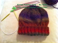 ♥LMW-MRS♥I can knit with two needles, I learned watching videos.  I had this yarn that is defective and didn't know what to do with it, so I made this hat,