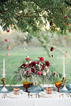 Sweet Autumn wedding inspiration | Photo by Callie Hobbs Photography | Read more - http://www.100layercake.com/blog/?p=80449
