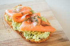 These avocado toasts will make you feel things - Cocina - Mexican Food Dishes, Mexican Food Recipes, Ethnic Recipes, Salmon Y Aguacate, Quick Recipes, Healthy Recipes, Canapes, Healthy Habits, Avocado Toast
