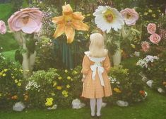 new girl in town.vintage kitsch alice in wonderland photo with the talking flowers Aesthetic Photo, Aesthetic Pictures, Alice In Wonderland 1985, Alice In Wonderland Photography, Alice In Wonderland Aesthetic, Alluka Zoldyck, Through The Looking Glass, Film Stills, Mellow Yellow