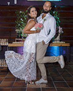 """Pois como dizem: """"Amor de verdade é aquele que levanta o pezinho!"""". Concordam @luiza.falcao e @thiagoleite14 ?  #tramelamultimídia #boratramelar #vamostramelar #tramelamultimidia #trameleiros #wedding #casamento #festa #party #happy #alegria #foto #fotografia #photography #photo #recife #olinda #pernambuco #brasil #bride #fiancé #casal"""