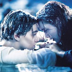 22 years after the release of Titanic, Leonardo DiCaprio finally revealed whether or not he thinks Jack could have fit on the door with Rose. Leonardo Dicaprio In Titanic, Young Leonardo Dicaprio, Leonardo Dicaprio Kate Winslet, Titanic Kate Winslet, Titanic Le Film, Titanic Photos, Rms Titanic, Titanic Movie Scenes, Jack Dawson