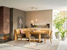 Essen in natürlicher Umgebung. Tisch und Bank aus massivem Holz. Dining Table, Furniture, Beautiful, Home Decor, Family Dining Rooms, Lunch Room, Building Homes, House Interior Design, Environment
