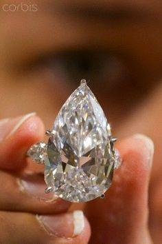 Idée et inspiration Bague Diamant : Image Description Sotheby's Jewellery auction of 21 carat diamond ring, sigh!