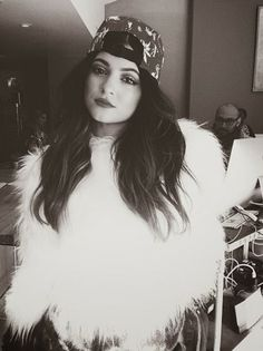 How to Chic: KYLIE JENNER IN A FURRY WHITE COAT