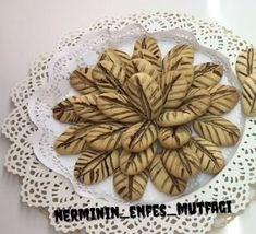 Yaprak kurabiyesini birde böyle deneyin. Un kurabiyesi kıvamında ve herkesin çok seveceği bir lezzet umarım beğenirsiniz.
