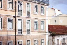 beautiful tiles of Lisbon, Portugal - teetharejade.com