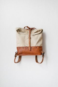 leather and canvas rucksack. Canvas Leather, Leather Bag, Leather Backpack, My Bags, Purses And Bags, Mode Outfits, Mode Inspiration, Mode Style, Leather Working