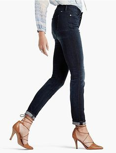 Shopping for jeans can be tough. Here, we did some research and found the best jeans for women with flat butts.Shopping for jeans can be tough. Here we did some research and found the best jeans for women with flat butts.
