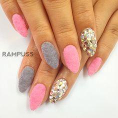 「ベルベットネイル〜*\(^o^)/* ピンクのグレーの2色使い♡  ポイントでストーン敷き詰め(o^^o)  シンプルだけどボリュームあるデザインです★  #nail #nails #RAMPUSS #instagood #ネイル #ネイルサロン #ネイリスト #ベルベット #ベルベットネイル…」