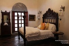 Best photos, images, and pictures gallery about hacienda style bedroom ideas - hacienda style homes Hacienda Decor, Hacienda Style Homes, Spanish Style Homes, Spanish House, Spanish Colonial, Spanish Revival, Spanish Bedroom, Mexican Bedroom, Mexican Home Decor