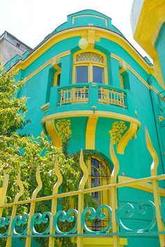 One of the most colorful cities I have ever visited.A private residence on a colorful street, Vina de Mar, Providencia, Santiago, Chile. Santiago and Chile are not what you might think. By Steven Miller Colourful Buildings, Beautiful Buildings, Colorful Houses, Beautiful World, Beautiful Places, Aqua, Teal Yellow, Mellow Yellow, Amazing Architecture