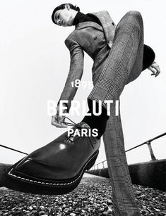 Berluti Winter 2020 Campaign (Berluti) Fashion Photography Inspiration, Editorial Photography, Photography Poses, Artistic Fashion Photography, Pose Reference Photo, Human Poses, Poses References, Dynamic Poses, Poses For Men