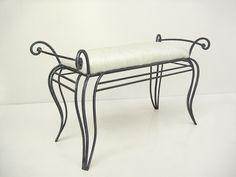 Banqueta descalzadora en hierro forjado elaborada artesanalmente
