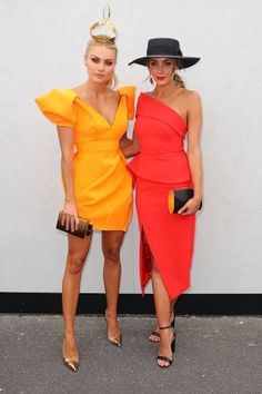 Elyse Knowles and Brooke Meredith - Scott Barbour/Getty Images Race Day Outfits, Derby Outfits, Races Outfit, Race Day Fashion, Races Fashion, Elegant Dresses, Nice Dresses, Casual Dresses, High Fashion Dresses