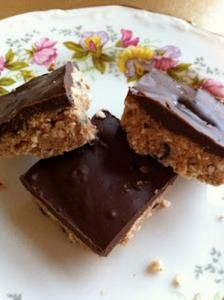 These make for an amazing Passover treat! If peanuts don't conform to your Passover minhag (custom), try using almond butter in this recipe instead. Chocolate Peanut Butter Squares, Chocolate Pies, Chocolate Peanuts, Vegan Chocolate, Chocolate Recipes, Passover Desserts, Passover Recipes, Jewish Recipes, Gourmet Recipes