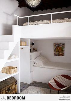 Outra construção diferente em alvenaria, com escada com degraus que podem ter um corrimão para maior segurança.
