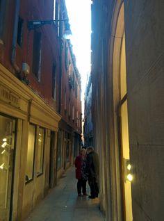 Venezia calle frezziaria