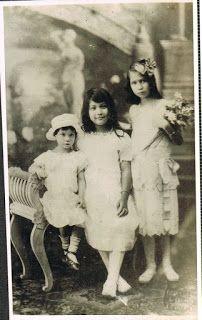 Antique Vintage Filipina Dresses #philippines #sayas