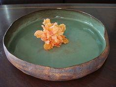 Prato de ceramica , queimado em alta temperatura. R$135,00