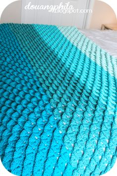 The Douangphilas: Ombre Crochet Throw