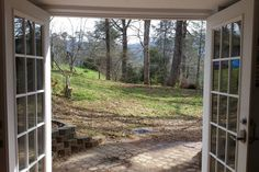 House in Weaverville, United States. Come enjoy our fully remodeled basement apartment with private entrance. Conveniently located 20 min from downtown Asheville, NC and 5 minutes from downtown Weaverville, NC. Includes a spacious living room area with a separate bedroom and bathroom...
