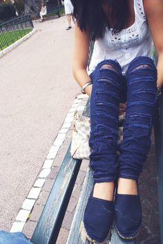 www.armoiredesmodes.com Jeans new world, Tee Zara, Shoes no brand, bag Louis Vuitton, Skull Bracelets thks to Vivi Bijoux   #fashionblog #fashionblogger #martinachiella