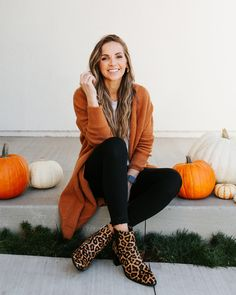 Roundup + Weekend Sales rust cardigan and leopard ankle boots Simple Fall Outfits, Fall Winter Outfits, Autumn Winter Fashion, Winter Boots, Cute Outfits, Leopard Ankle Boots, Leopard Outfits, Cardigan Outfits, Look Fashion